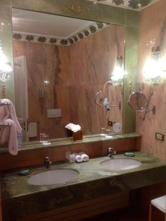 The Westin Excelsior, Rome: Marble everywhere and high, high ceilings