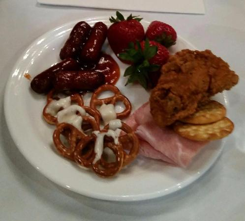 Baymont Inn & Suites Fargo: Food from party