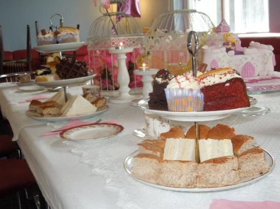 Treorchy, UK: Lovely afternoon tea party!