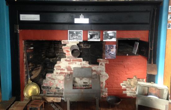 Weston, MA: Original Kitchen at the Golden Ball Tavern Museum