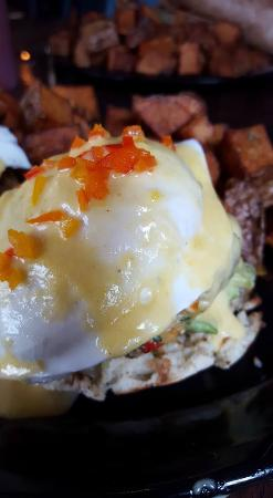 Mill Creek Cafe: Avocado, crab cake,eggs Benedict yummmmm