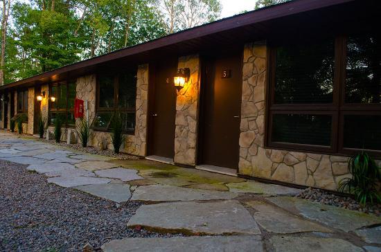 private rooms picture of footprints resort bancroft tripadvisor rh tripadvisor com