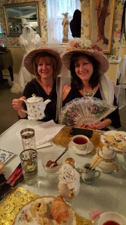 Lillagaard Inn Bed and Breakfast: A lovely tea with the girls