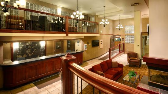 BEST WESTERN PLUS Baker Street Inn & Convention Centre: Lobby