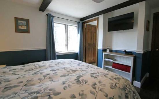 ذا أولد ساكو إن: Blue Room