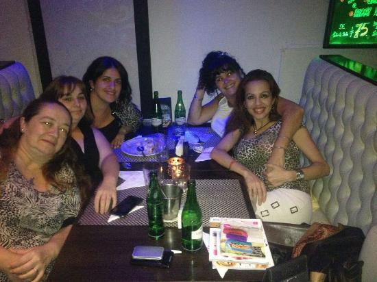 Cena con amigas!!!!! Espectacularrrrr la atencion; la comida , el ambiente todo di vi no!!!! Vol