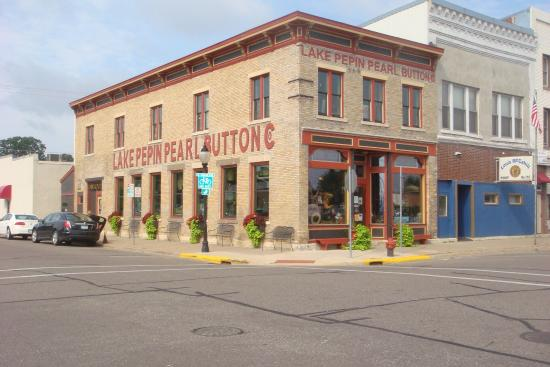 Lake City, MN: Lake Pepin Pearl Button Company