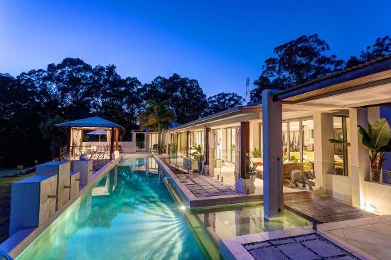 Ringtail Creek, Australia: Pool from Blue room looking east