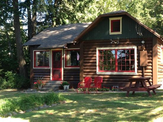 Sleeps Cabins: Forrest Cabin # 25