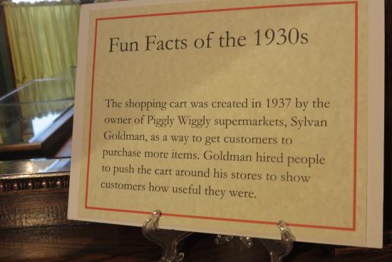 Chudnow Museum of Yesteryear: This was followed by explanation of how store had aisles to have shoppers see all products easil