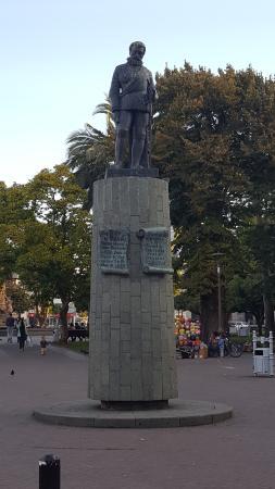 Plaza de la Independencia : Monumento a Pedro de Valdivia