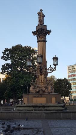Plaza de la Independencia : La Fuente