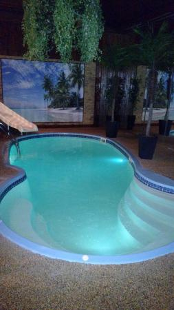 Mequon, Висконсин: In suite pool.