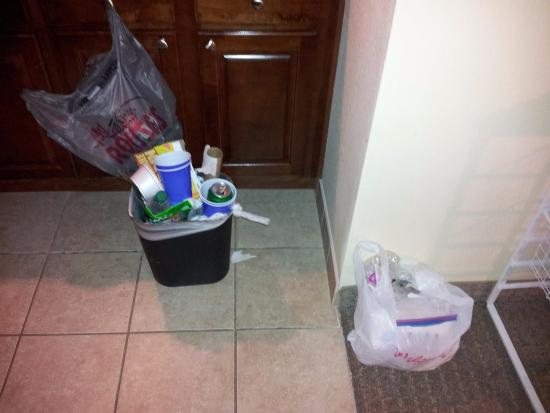 Staybridge Suites Lafayette-Airport: trash that piled up but never got picked up...