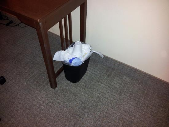 Staybridge Suites Lafayette-Airport: more trash collecting...