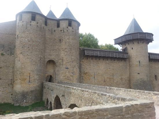 ch teau de carcassonne picture of chateau et remparts de la cite de carcassonne carcassonne. Black Bedroom Furniture Sets. Home Design Ideas