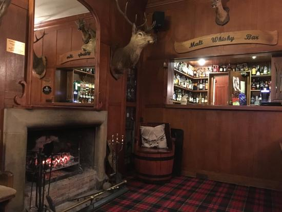 Braemar Lodge: Fire and whisky...what more do you want ?