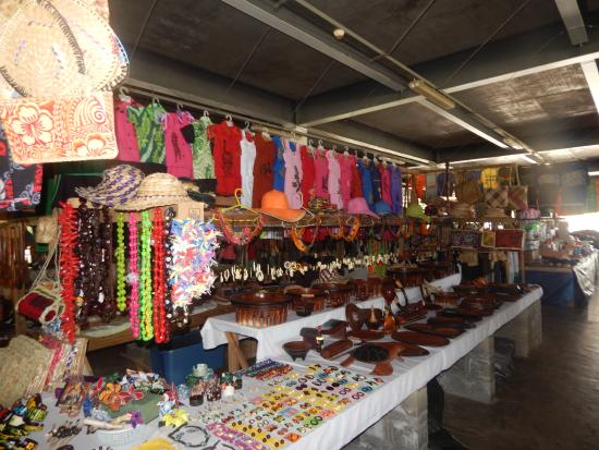 Salelologa Market: clothing, jewellery, artefacts...