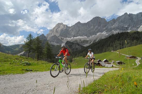 Radstadt, Austria: Mountainbiken in unberührter Natur