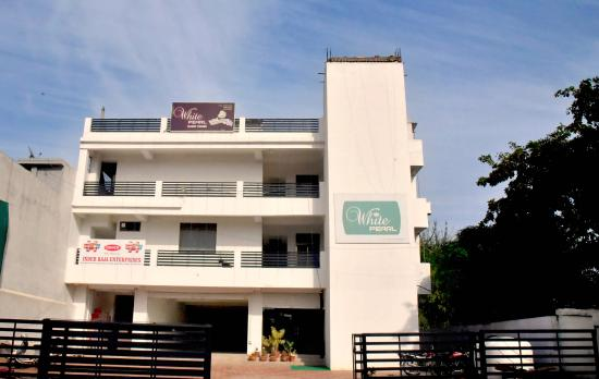 from the outside picture of oyo 3603 white pearl hotel jabalpur rh tripadvisor com my