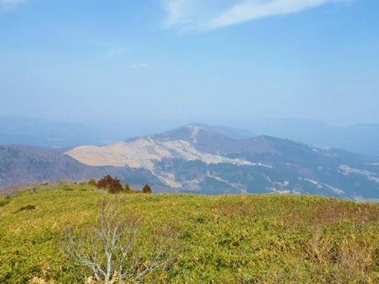 Wakasa-cho, Japan: ハチ高原と八伏山が見えます