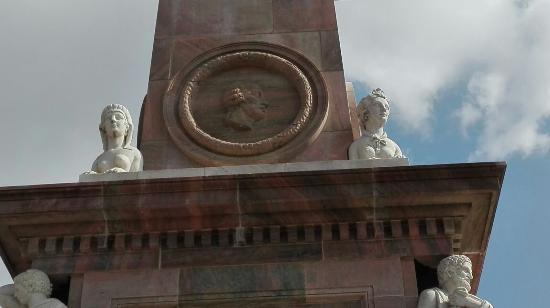 Der Obelisk auf dem Alten Markt