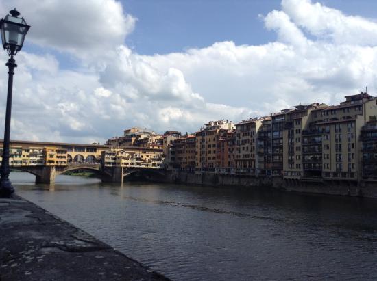 Residenza d'Epoca Via Santo Spirito 6: Ponte Vecchio and the Santa Trinita bridge are a walking distance away!