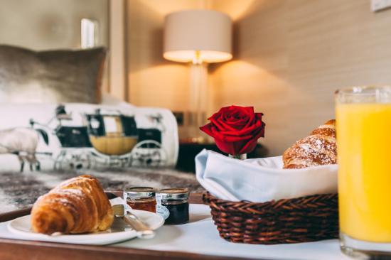 11 Cadogan Gardens: Room service breakfast