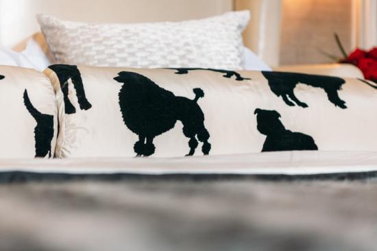 11 Cadogan Gardens: Pillow details