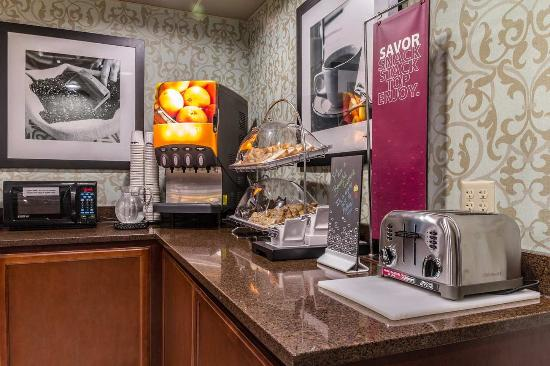 Hampton Inn Winchester-University/Mall Area: Pastry Bar