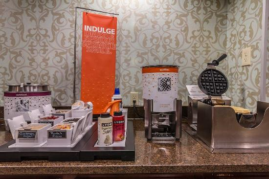 Hampton Inn Winchester-University/Mall Area: Waffle Station