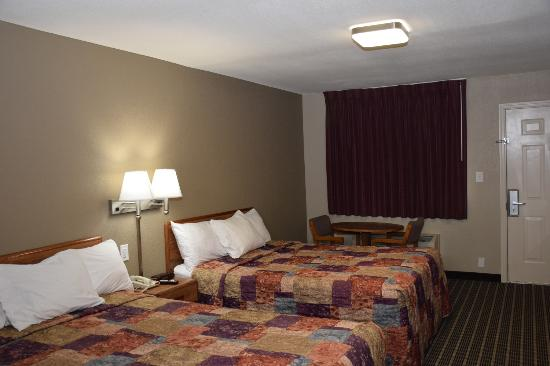 Days Inn Athens : Two Queen Bedroom