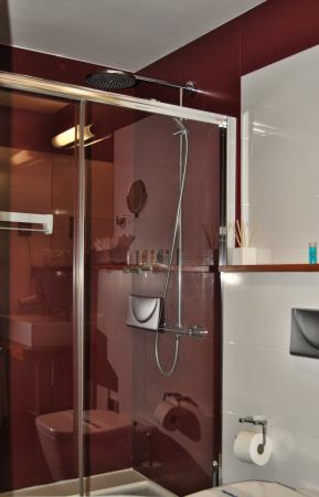 Hotel Rural El Mondalon: Baño Habitación Doble