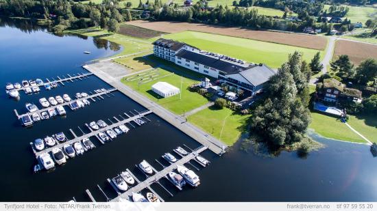 Vikersund, Noruega: Hotel grounds