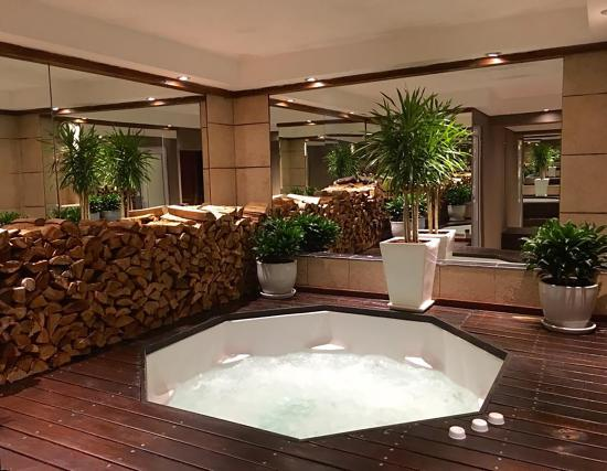 Glen Boutique Hotel & Spa: Indoor Jacuzzi