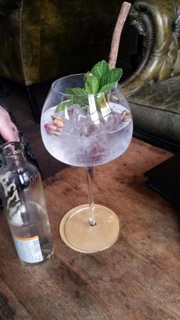 The Hand & Flowers: Botanics gin with mint and rose petals