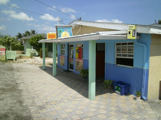 Seaside Paradise Restaurant: Front view of the restaurant