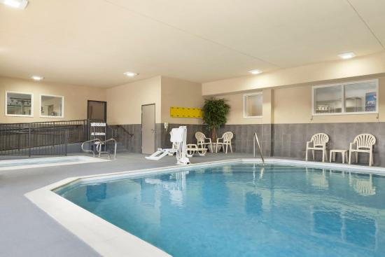Country Inn & Suites By Carlson, Georgetown: Pool