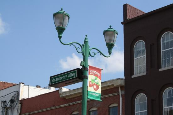 Strawberry Alley Downtown Picture Of Country Inn