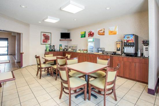 Quality Inn Merrillville: Breakfast