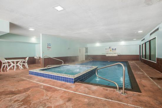 Quality Inn Merrillville: Pool