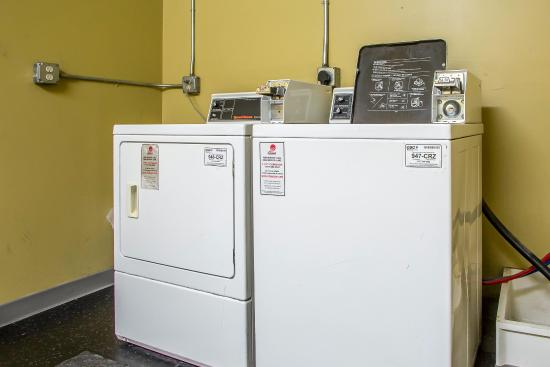 Quality Inn Merrillville: Laundry room