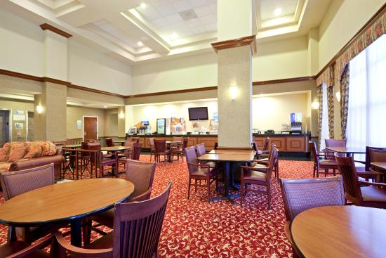 Holiday Inn Express Hotel & Suites South Portland: Breakfast Bar