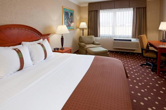 Swedesboro, NJ: King Bed Guest Room