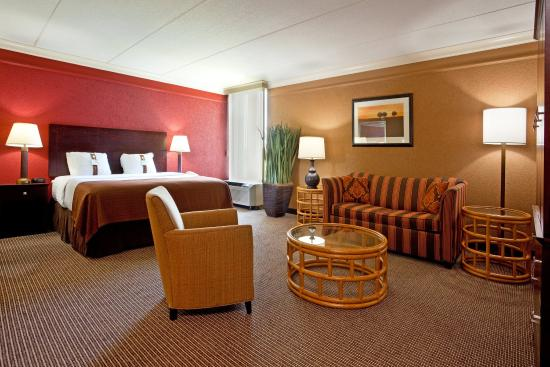 Strongsville, OH: Our beautifully spacious Junior Suite