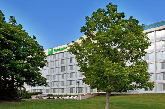 Strongsville, OH: Hotel Exterior