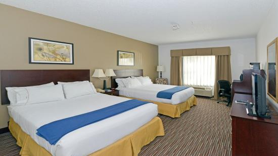 Riverwoods, IL: Two Queen Beds Nonsmoking