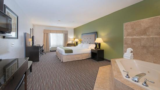 Riverwoods, IL: King Whirlpool Suite Nonsmoking