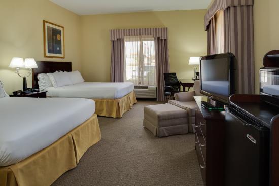 Sebring, FL: 2 Queen Beds