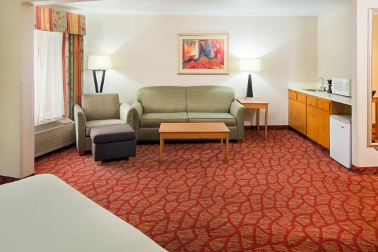 Roseburg, OR: King Executive Suite Seating area